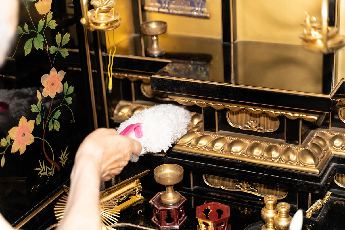 朝夕に手を合わす仏壇は、一見きれいに見えるようでも、案外ホコリや汚れがついているものです。