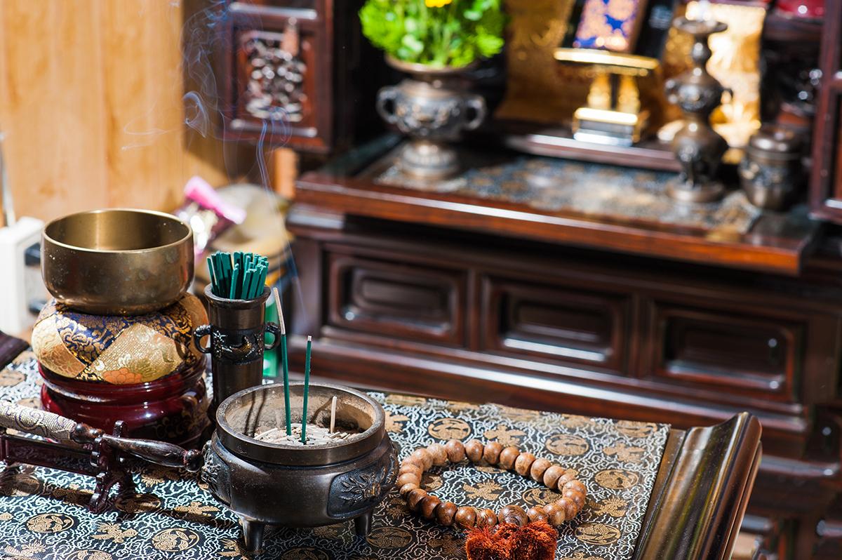 仏壇を処分する時に「魂抜き」をすべきかどうか迷う方がいるかもしれませんが、することをおすすめします。