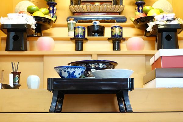 仏壇のお供えとは?毎日のお供えの仕方と手土産のお供えものについてサムネイル
